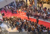Fack ju Göthe 2 Kinopremiere - Cineplexx Donauplex - Di 08.09.2015 - Publikum, Autogrammj�ger, Fans, Teenis, G�ste15