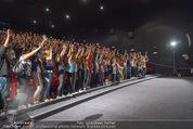 Fack ju Göthe 2 Kinopremiere - Cineplexx Donauplex - Di 08.09.2015 - Elyas M�BAREK macht Foto Selfie mit dem Publikum158