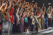 Fack ju Göthe 2 Kinopremiere - Cineplexx Donauplex - Di 08.09.2015 - Elyas M�BAREK macht Foto Selfie mit dem Publikum160