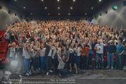 Fack ju Göthe 2 Kinopremiere - Cineplexx Donauplex - Di 08.09.2015 - Elyas M�BAREK macht Foto Selfie mit dem Publikum178