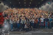 Fack ju Göthe 2 Kinopremiere - Cineplexx Donauplex - Di 08.09.2015 - Elyas M�BAREK macht Foto Selfie mit dem Publikum179
