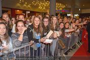 Fack ju Göthe 2 Kinopremiere - Cineplexx Donauplex - Di 08.09.2015 - Publikum, Autogrammj�ger, Fans, Teenis, G�ste39