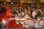 Fack ju Göthe 2 Kinopremiere - Cineplexx Donauplex - Di 08.09.2015 - Publikum, Autogrammj�ger, Fans, Teenis, G�ste48