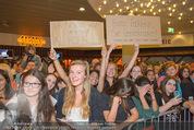 Fack ju Göthe 2 Kinopremiere - Cineplexx Donauplex - Di 08.09.2015 - Publikum, Autogrammj�ger, Fans, Teenis, G�ste51