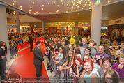 Fack ju Göthe 2 Kinopremiere - Cineplexx Donauplex - Di 08.09.2015 - Publikum, Autogrammj�ger, Fans, Teenis, G�ste56
