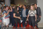 Fack ju Göthe 2 Kinopremiere - Cineplexx Donauplex - Di 08.09.2015 - Ankunft der Schauspieler, Elyas M�BAREK, Jella HAASE60