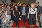 Fack ju Göthe 2 Kinopremiere - Cineplexx Donauplex - Di 08.09.2015 - Ankunft der Schauspieler, Elyas M�BAREK, Jella HAASE61
