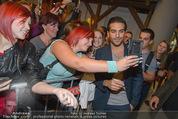 Fack ju Göthe 2 Kinopremiere - Cineplexx Donauplex - Di 08.09.2015 - Elyas M�BAREK schreibt Autogramme, macht Selfies66