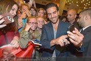 Fack ju Göthe 2 Kinopremiere - Cineplexx Donauplex - Di 08.09.2015 - Elyas M�BAREK schreibt Autogramme, macht Selfies84