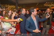 Fack ju Göthe 2 Kinopremiere - Cineplexx Donauplex - Di 08.09.2015 - Elyas M�BAREK schreibt Autogramme, macht Selfies99