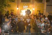 Andreas Gabalier Videodreh - Praterdome - Mi 09.09.2015 - Eingangsbereich mit Fans, Spalier27