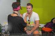 Andreas Gabalier Videodreh - Praterdome - Mi 09.09.2015 - Andreas GABALIER mit Visagistin Bianca HUMER45