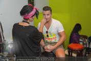 Andreas Gabalier Videodreh - Praterdome - Mi 09.09.2015 - Andreas GABALIER mit Visagistin Bianca HUMER46