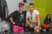 Andreas Gabalier Videodreh - Praterdome - Mi 09.09.2015 - Andreas GABALIER mit Visagistin Bianca HUMER47