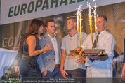 30 Jahresfeier - Europahalle - Fr 11.09.2015 - Geburtstagstorte f�r Dominic THIEM255
