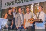 30 Jahresfeier - Europahalle - Fr 11.09.2015 - Geburtstagstorte f�r Dominic THIEM256