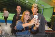 30 Jahresfeier - Europahalle - Fr 11.09.2015 - Selfies und Autogramme mit Dominic THIEM285