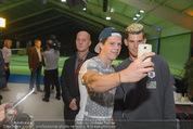 30 Jahresfeier - Europahalle - Fr 11.09.2015 - Selfies und Autogramme mit Dominic THIEM286
