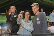 30 Jahresfeier - Europahalle - Fr 11.09.2015 - Selfies und Autogramme mit Dominic THIEM290
