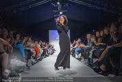 Vienna Fashion Week Finalshow - MQ Vienna Fashion Week Zelt - So 13.09.2015 - Emma LANFORD102