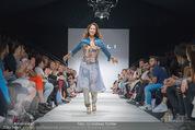 Vienna Fashion Week Finalshow - MQ Vienna Fashion Week Zelt - So 13.09.2015 - Miriam HIE am Laufsteg, Modenschau f�r Ninali119