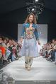 Vienna Fashion Week Finalshow - MQ Vienna Fashion Week Zelt - So 13.09.2015 - Miriam HIE am Laufsteg, Modenschau f�r Ninali120