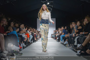 Vienna Fashion Week Finalshow - MQ Vienna Fashion Week Zelt - So 13.09.2015 - 125