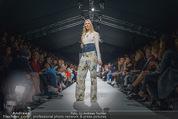 Vienna Fashion Week Finalshow - MQ Vienna Fashion Week Zelt - So 13.09.2015 - 126