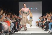 Vienna Fashion Week Finalshow - MQ Vienna Fashion Week Zelt - So 13.09.2015 - 127
