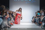 Vienna Fashion Week Finalshow - MQ Vienna Fashion Week Zelt - So 13.09.2015 - Sasa SCHWARZJIRG am Laufsteg, Modenschau f�r Ninali (ohne Schuh135