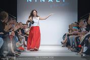 Vienna Fashion Week Finalshow - MQ Vienna Fashion Week Zelt - So 13.09.2015 - Sasa SCHWARZJIRG am Laufsteg, Modenschau f�r Ninali (ohne Schuh136