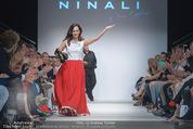 Vienna Fashion Week Finalshow - MQ Vienna Fashion Week Zelt - So 13.09.2015 - Sasa SCHWARZJIRG am Laufsteg, Modenschau f�r Ninali (ohne Schuh137