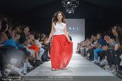 Vienna Fashion Week Finalshow - MQ Vienna Fashion Week Zelt - So 13.09.2015 - Sasa SCHWARZJIRG am Laufsteg, Modenschau f�r Ninali (ohne Schuh139