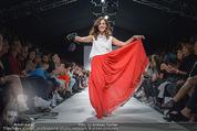 Vienna Fashion Week Finalshow - MQ Vienna Fashion Week Zelt - So 13.09.2015 - Sasa SCHWARZJIRG am Laufsteg, Modenschau f�r Ninali (ohne Schuh142