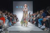 Vienna Fashion Week Finalshow - MQ Vienna Fashion Week Zelt - So 13.09.2015 - Missy MAY am Laufsteg, Modenschau f�r Ninali155