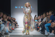 Vienna Fashion Week Finalshow - MQ Vienna Fashion Week Zelt - So 13.09.2015 - Missy MAY am Laufsteg, Modenschau f�r Ninali156