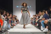 Vienna Fashion Week Finalshow - MQ Vienna Fashion Week Zelt - So 13.09.2015 - Model am Laufsteg, Modenschau f�r Ninali171