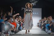 Vienna Fashion Week Finalshow - MQ Vienna Fashion Week Zelt - So 13.09.2015 - 172