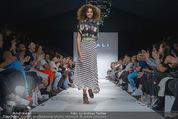 Vienna Fashion Week Finalshow - MQ Vienna Fashion Week Zelt - So 13.09.2015 - 174