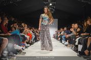 Vienna Fashion Week Finalshow - MQ Vienna Fashion Week Zelt - So 13.09.2015 - 176