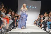 Vienna Fashion Week Finalshow - MQ Vienna Fashion Week Zelt - So 13.09.2015 - Model am Laufsteg, Modenschau f�r Ninali177