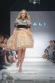 Vienna Fashion Week Finalshow - MQ Vienna Fashion Week Zelt - So 13.09.2015 - Patricia KAISER am Laufsteg, Modenschau f�r Ninali184