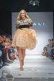 Vienna Fashion Week Finalshow - MQ Vienna Fashion Week Zelt - So 13.09.2015 - Patricia KAISER am Laufsteg, Modenschau f�r Ninali185