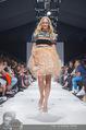 Vienna Fashion Week Finalshow - MQ Vienna Fashion Week Zelt - So 13.09.2015 - Patricia KAISER am Laufsteg, Modenschau f�r Ninali187