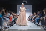 Vienna Fashion Week Finalshow - MQ Vienna Fashion Week Zelt - So 13.09.2015 - 189