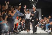 Vienna Fashion Week Finalshow - MQ Vienna Fashion Week Zelt - So 13.09.2015 - Nina KEPPLINGER, Mario SOLDO196