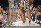 Vienna Fashion Week Finalshow - MQ Vienna Fashion Week Zelt - So 13.09.2015 - 198