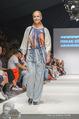 Vienna Fashion Week Finalshow - MQ Vienna Fashion Week Zelt - So 13.09.2015 - 49