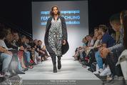 Vienna Fashion Week Finalshow - MQ Vienna Fashion Week Zelt - So 13.09.2015 - 61
