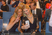 Leading Ladies Awards 2015 - Palais Niederösterreich - Di 15.09.2015 - Nadine LEOPOLD mit Mutter (machen Selfie)115